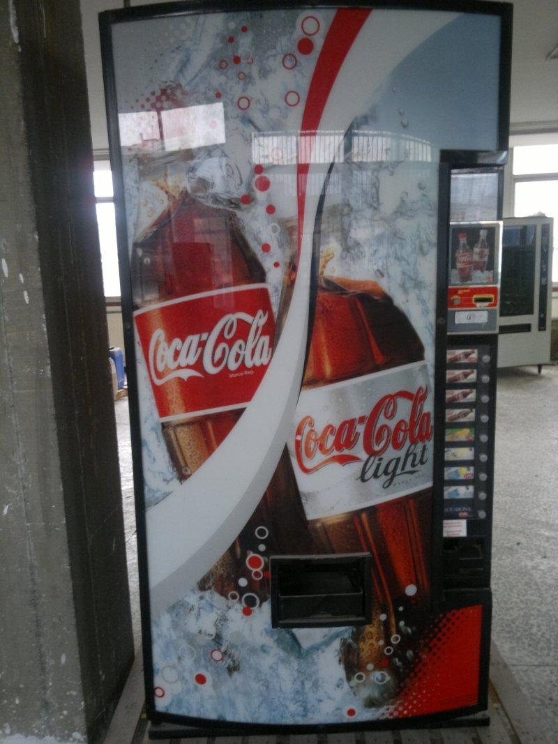 3 maquinas de cocacola de latas y botellas. se venden juntas 1800? o por separado 700? una