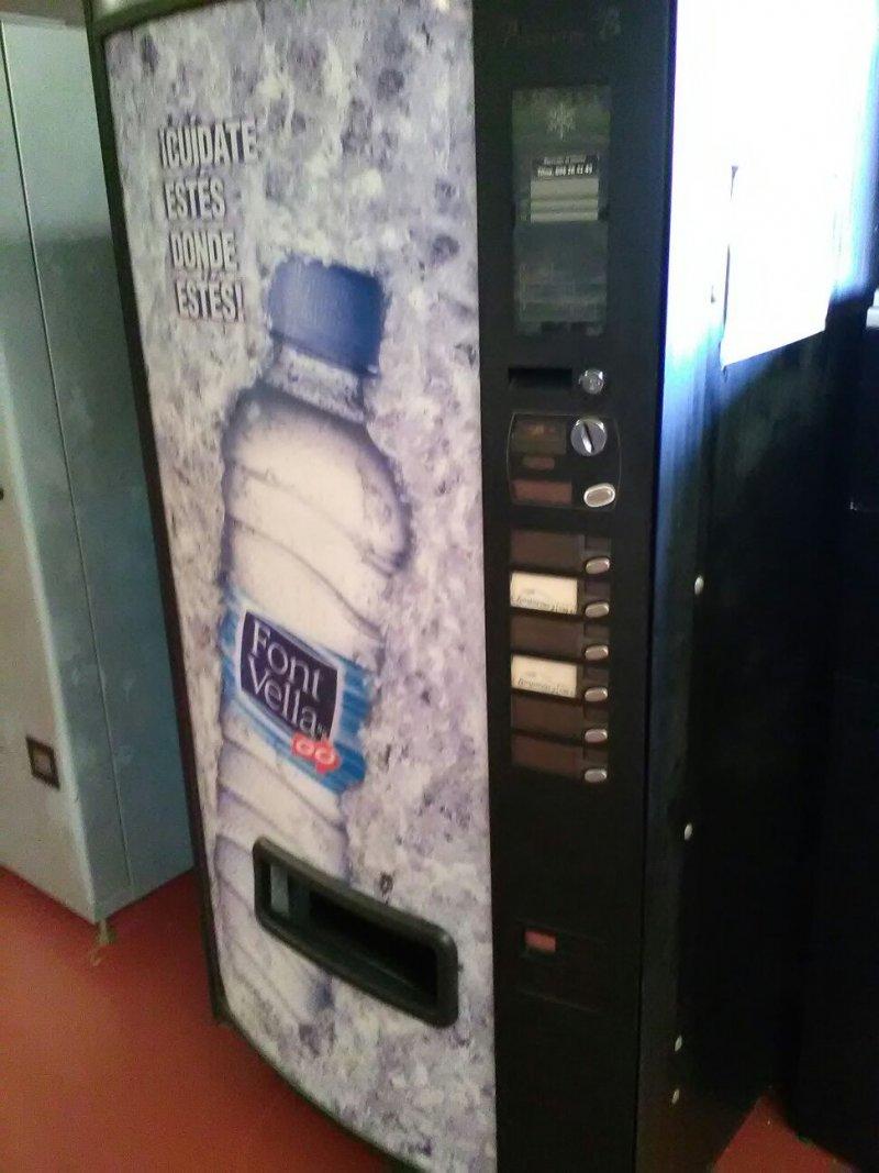 Maquina Agua de 1,5l y 0,5l Azcoyen Palma