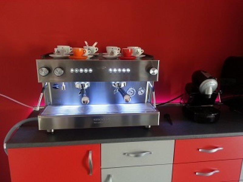 Máquina de café en capsulas para hosteleria.