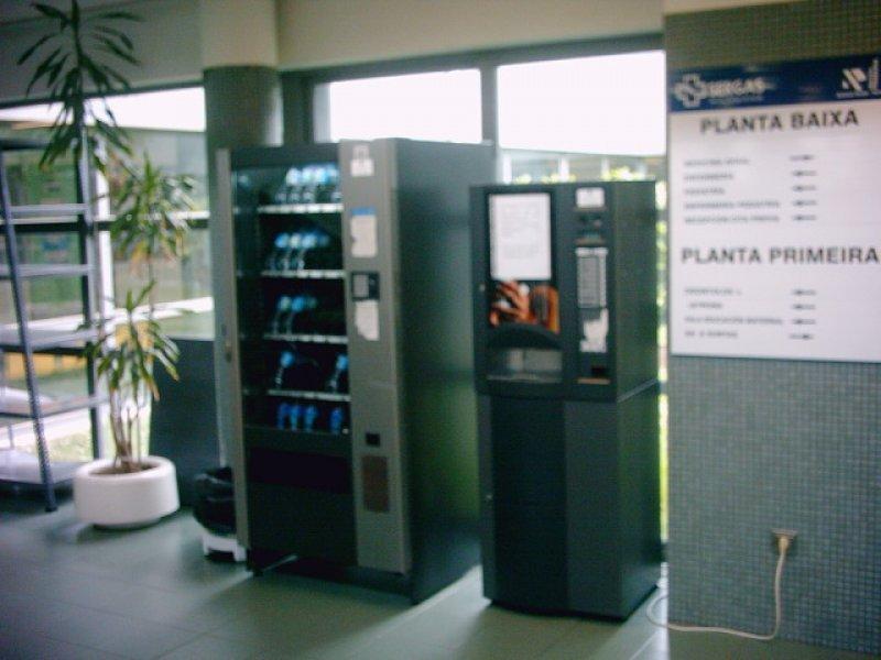 máquina de café soluble bianchi bvm 921  con monedero ejecutivo azkoyen an 8000