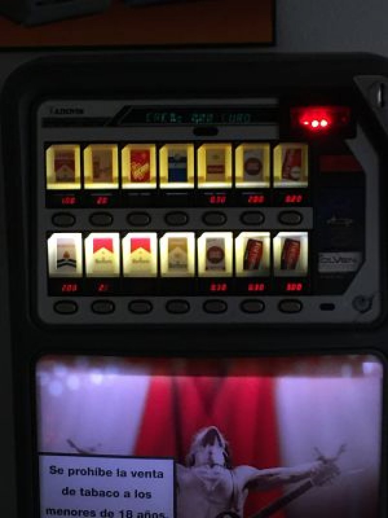 Maquina De Tabaco CON BILLETERO