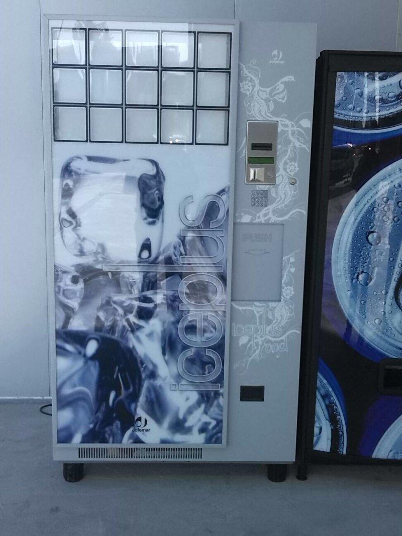Maquina de venta de bolsas de hielo.