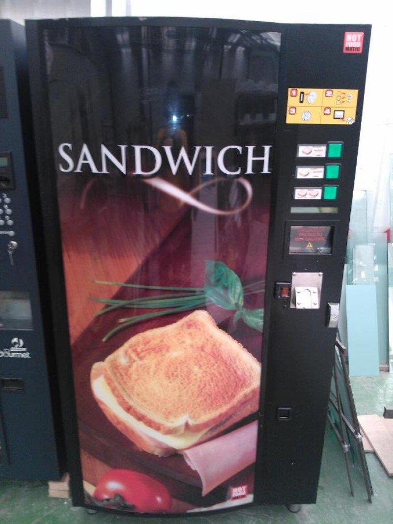 Máquina expendedora de sándwich, bocadillos y pizza tostados