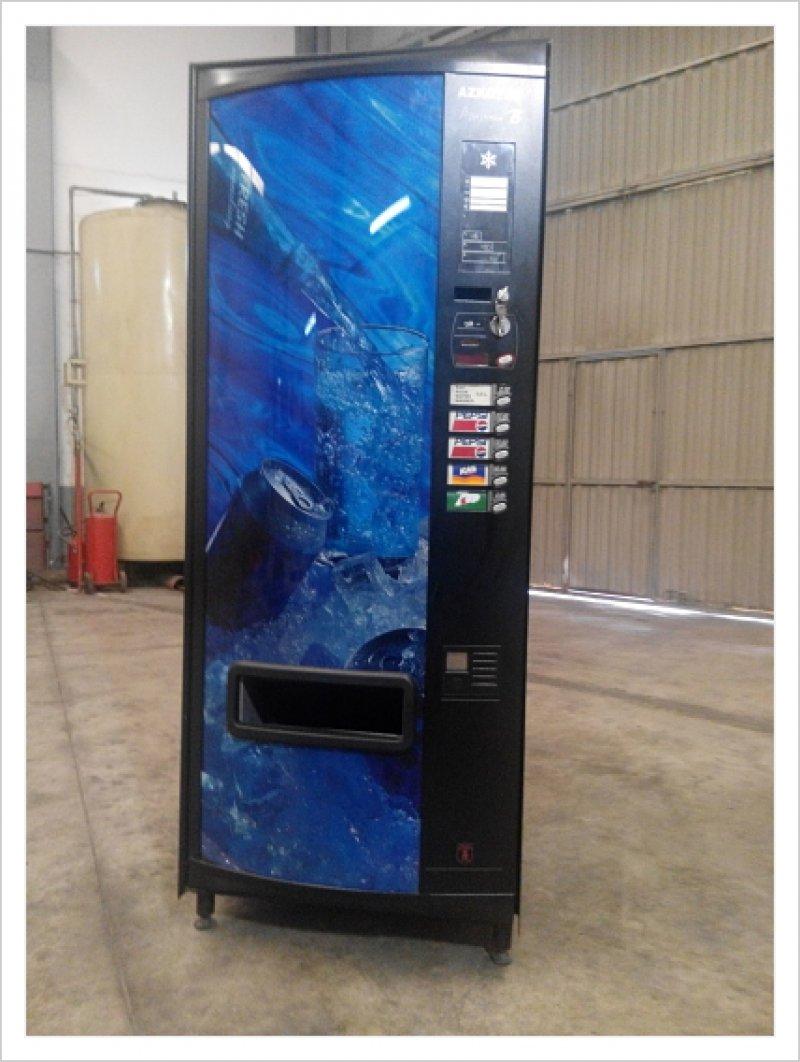 Maquina latas y agua Azkoyen con poco uso