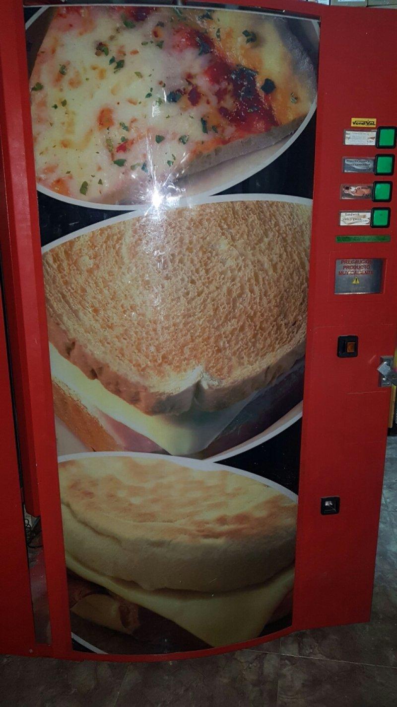 Maquina vending bocadillos y sándwich