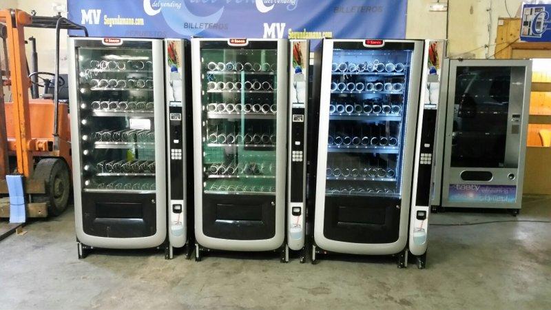 maquina vending de bebidas frias y snack saeco aliseo