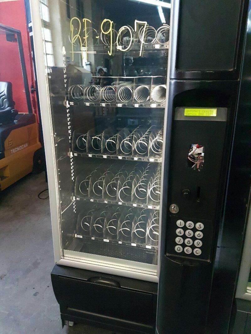 Maquina vending snack y bebidas Necta Snakky