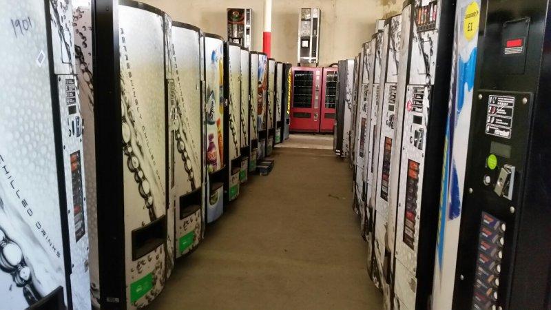 maquinas vending de bebidas frias vendo VDI 477