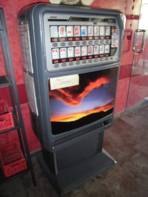Maquina de Tabaco Semi-Nueva Azkoyen de 18 canales