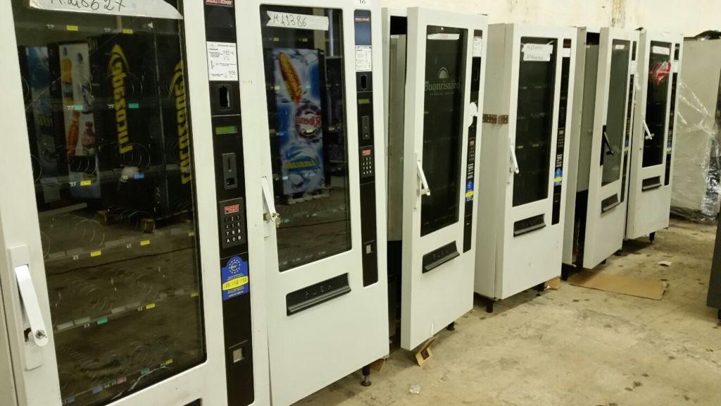 maquina vending de bebidas y snacks de la marca Fas Budget