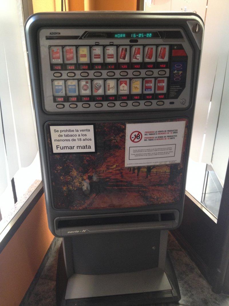 Se vende maquina de tabaco Azkoyen N74 16 canales