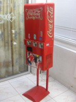 """Maquinas Expendedoras de Refrescos Frios """"Urvana""""."""
