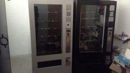 Dos maquinas de snack vendo