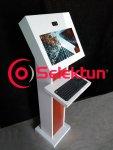 kiosco en acero para aplicaciones digitales e interactivas