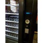 Maquina expendedora vending de snack y bebidas frías