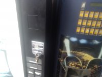 Vendo máquinas vending : 5 de latas + 3 de cafeteras