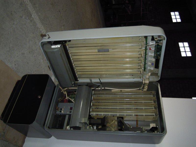 vendo maquina expendedora de tabaco marca    azkoyen
